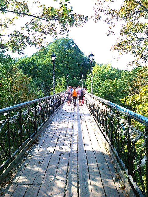 Мостик влюбленных в Мариинском парке