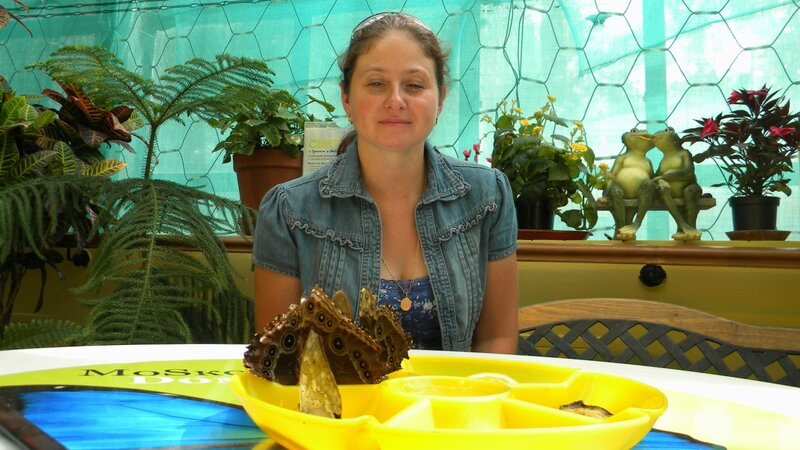 Юля Миленина и кушающие бабочки