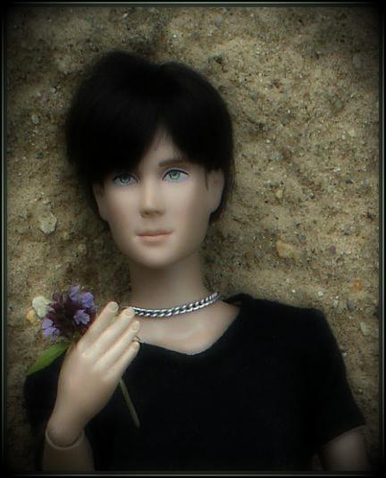 натаниэль с цветком.jpg