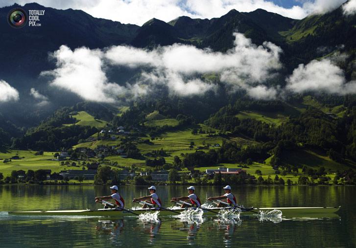 Тренировка швейцарской гребной четверки на озере Зарнер