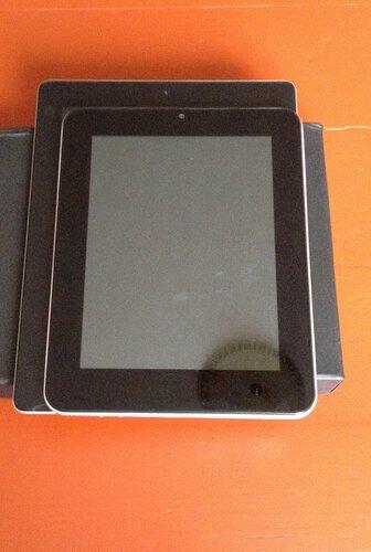 Сравнение iPad и SmartQ Q8