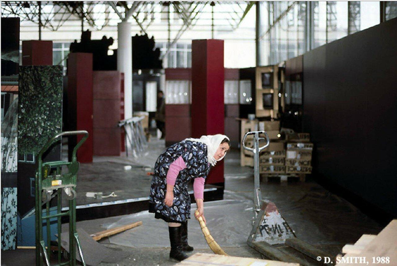 Уборщица на американской выставке