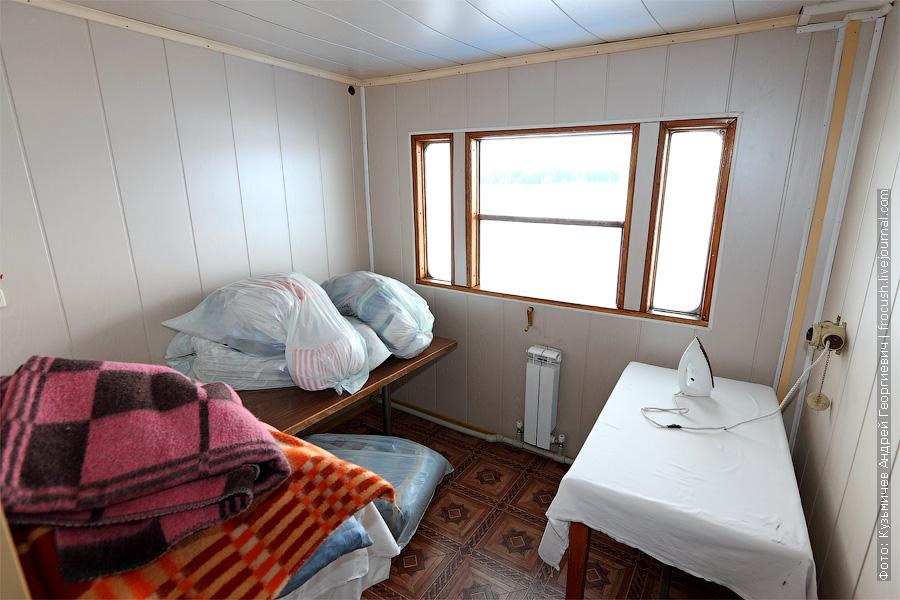 гладильное помещение на средней палубе. теплоход Плеханов фото