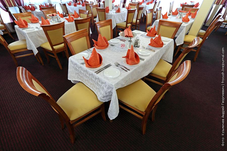 Ресторан на главной палубе теплохода Семен Буденный