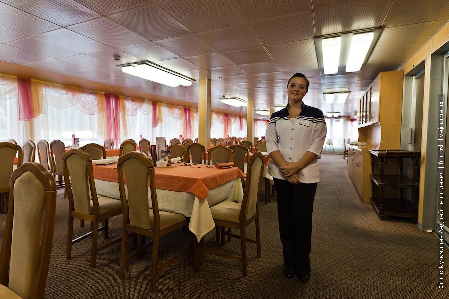 Ресторан в кормовой части средней палубы теплоход Михаил Фрунзе