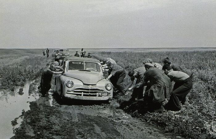 Осеннее бездорожье, фото ИТАР-ТАСС, 1958 год