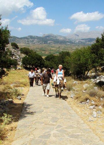 Путь  к пещере Зевса