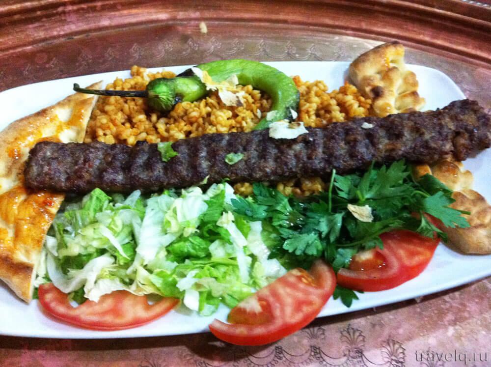 Кебаб в ресторане Taksim Bahcıvan
