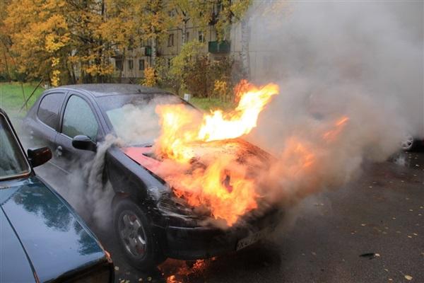 Легковой автомобиль загорелся в Минске во время движения