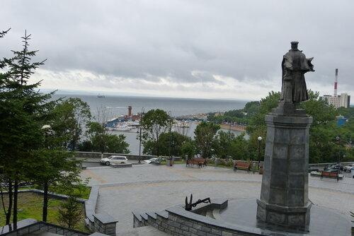 Памятник вице-адмиралу Макарову Владивосток
