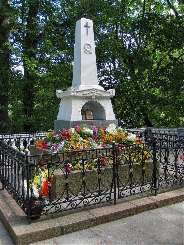 Пушкинские горы, Святогорский монастырь. Могила А.С.Пушкина