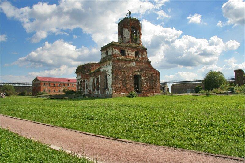 Крепость Орешек, Руины Иоанновского собора и Новая тюрьма