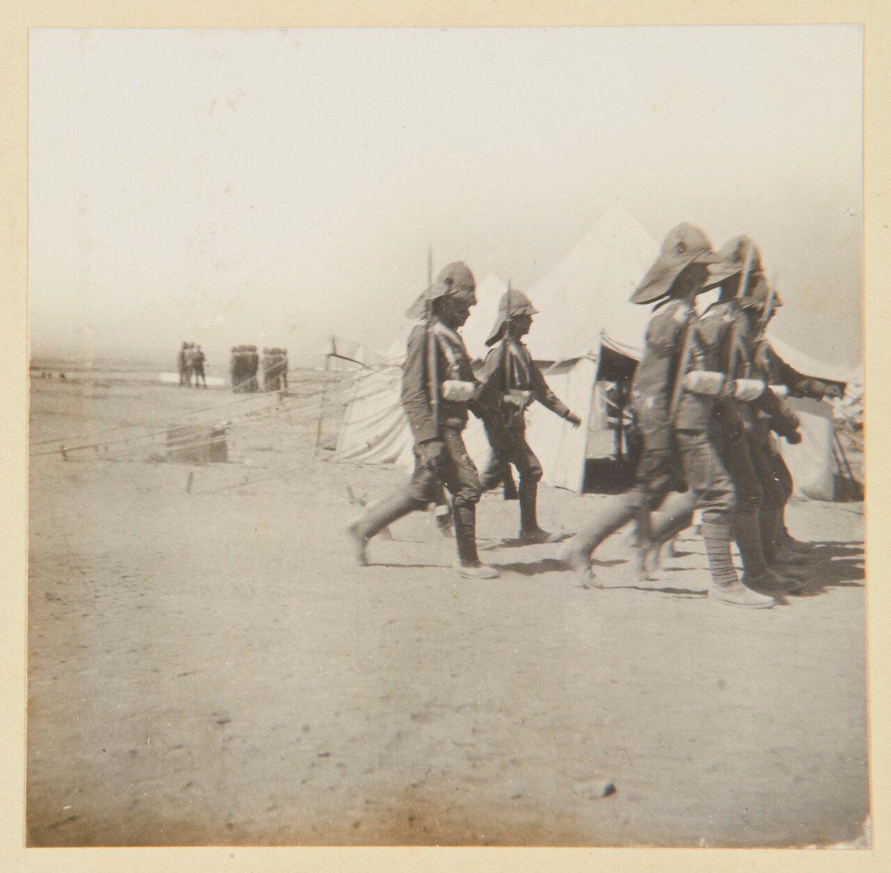 Гренадеры в Сиди Габер возле Александрии. Смена часовых