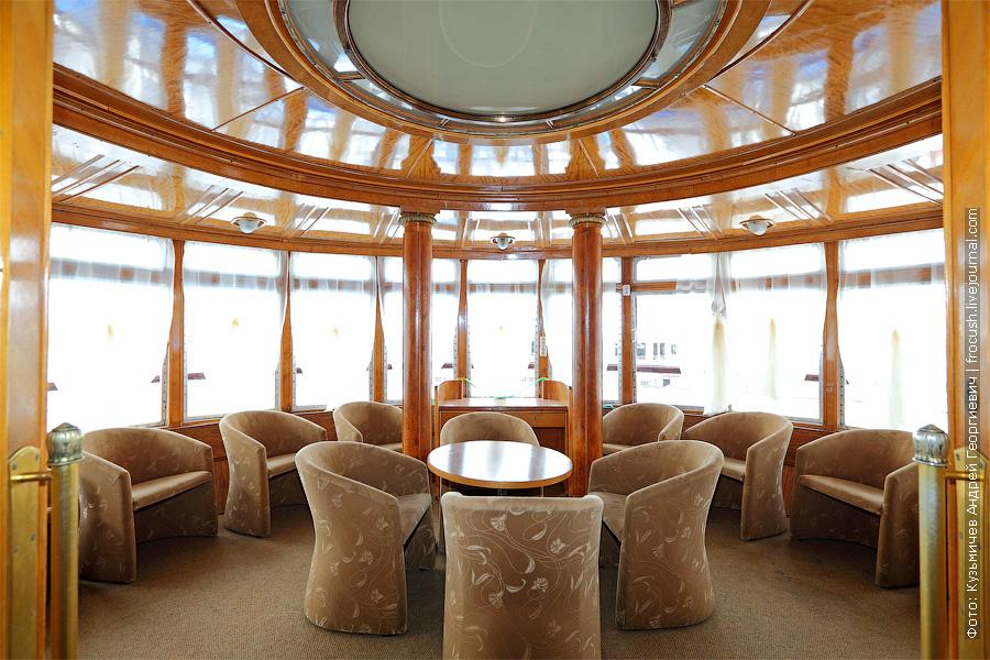 салон отдыха в носовой части средней палубы теплоход Г.В.Плеханов
