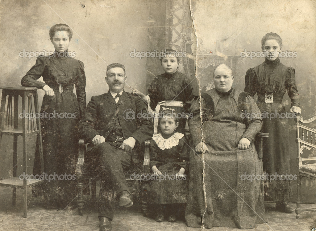 dep_12086555-A-photo-taking-in-the-Russian-Empire-shows-a-family-of-Russian-Germans-man-woman-and-four-children-Ust-Abakan-sawmill-a-veterinary.jpg
