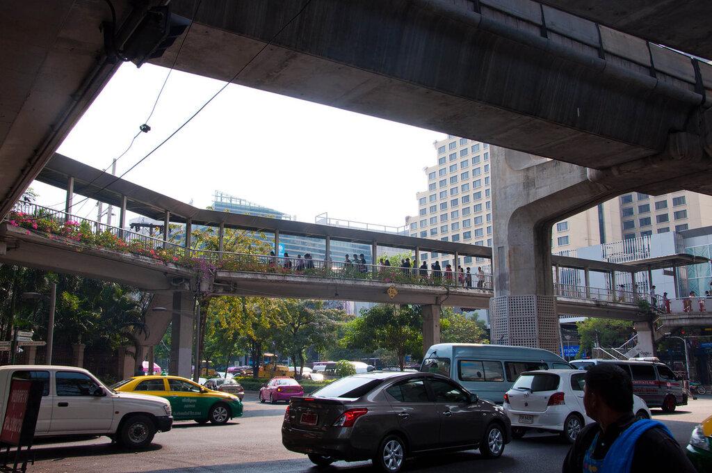 Тайланд, бангкок, улица под эстакадой