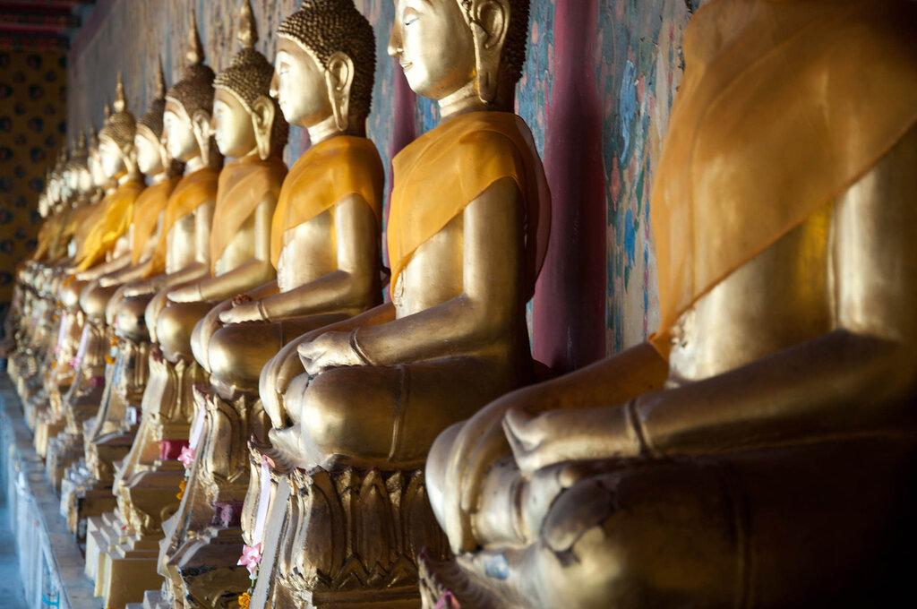 Буддийский храм. Кажется это чтото вроде надгробий