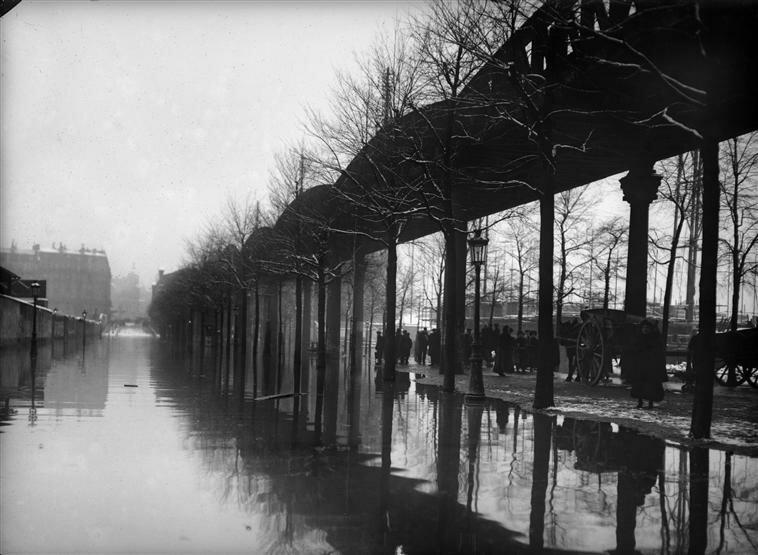 8. Братья Себергер. Наводнение 1910 года. Бульвар Гренель.jpg