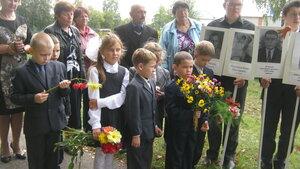 День освобождения Брянской области от фашистских захватчиков. На Аллее Героев возле Рябчинской школы.