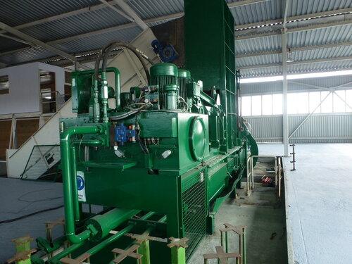 Мусоросортировочный завод в Копейске -  пресс на выходе