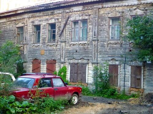 Старые дома деревянного Томска выглядят брошенными