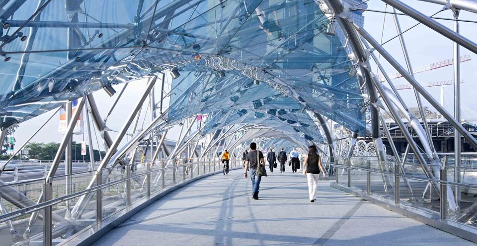 Helix — пешеходный мост в Сингапуре. Sky Bridge — изогнутый мост