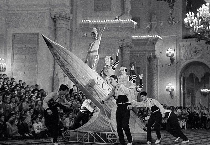 6. Новогоднее представление в начале 1950-х.