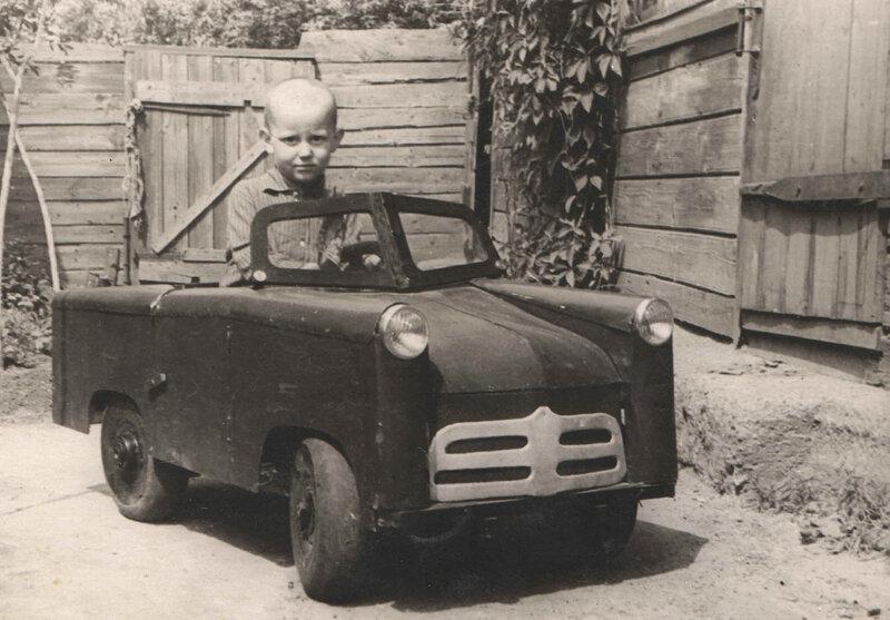 А я сяду в кабриолет...