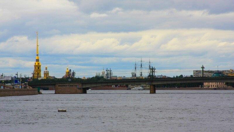 Вид на Литейный мост и Петропавловскую крепость
