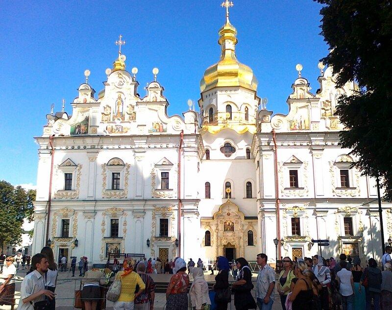 Паломники на Соборной площади