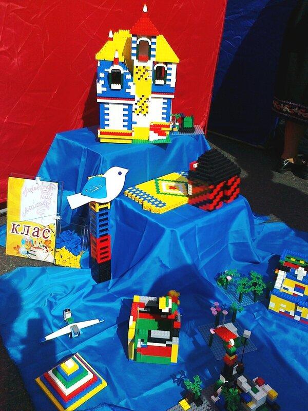Площадка для игры в детский конструктор