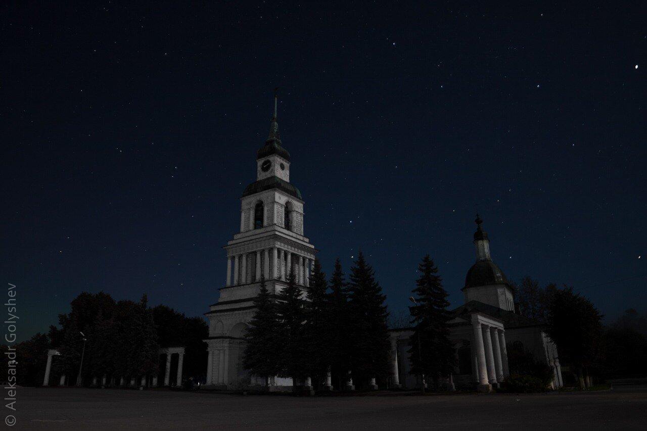Колокольня Преображенского собора с курантами
