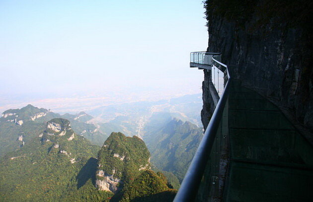Стеклянная тропа. Гора Тяньмэнь. Китай