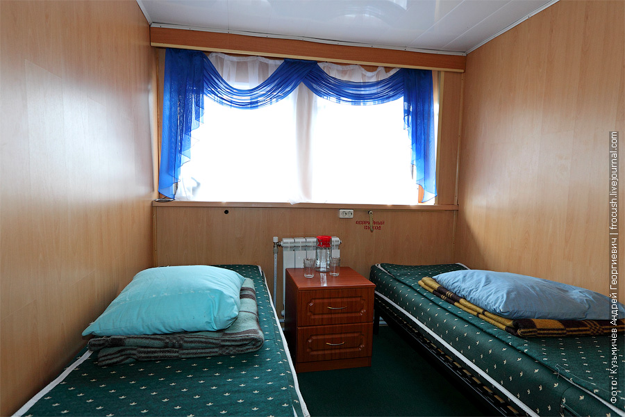 Двухместная одноярусная каюта №74 на главной палубе с удобствами. теплоход Плеханов
