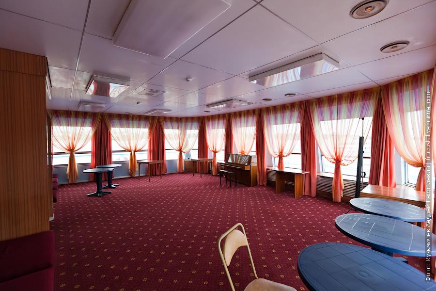 Музыкальный салон в носовой части шлюпочной палубы теплоход Михаил Фрунзе фото