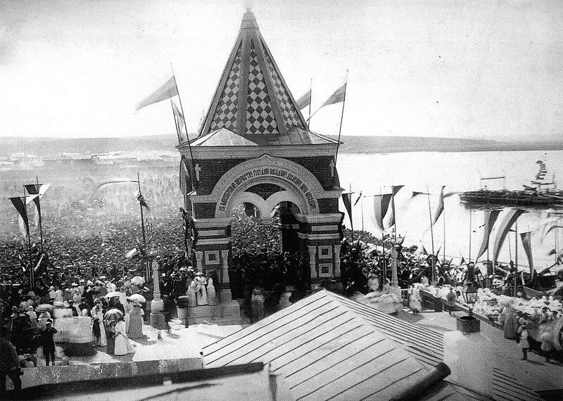 Arch of Tsarevitch Nikolai Aleksandrovich at the pontoon bridge in Irkutsk, 1891.