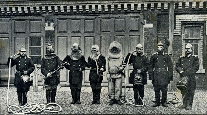 Portrait of a Moscow fire brigade and their equipment, 1913.