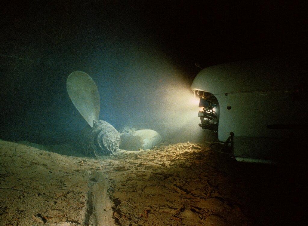 1 сентября 1985 года, океанограф Robert Ballard и фотограф Emory Kristof обнаружили и сфотографировали кораблекрушение века – пассажирский лайнер Титаник.jpg