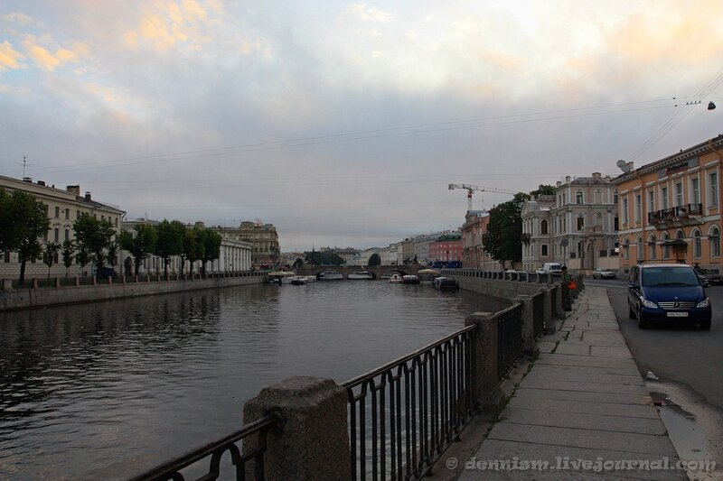 Санкт-Петербург. Набережная реки Фонтанки, вид на Аничков мост.