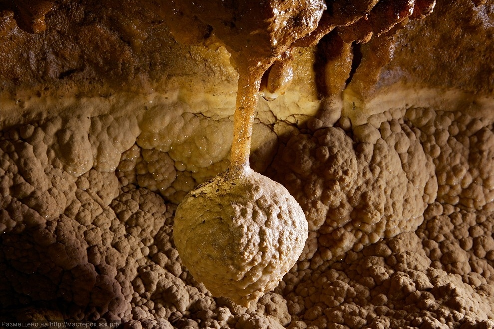 ***EXCLUSIVE***<br />PANG MAPHA, THAILAND - UNDATED: A cave pendulite hangs in Tham Pha Mon cave in Pang Mapha, Thailand.<br />A SUBTERREAN photographer has captured jaw-dropping pictures of cavers exploring mighty cave cathedrals. The formations are so large cav