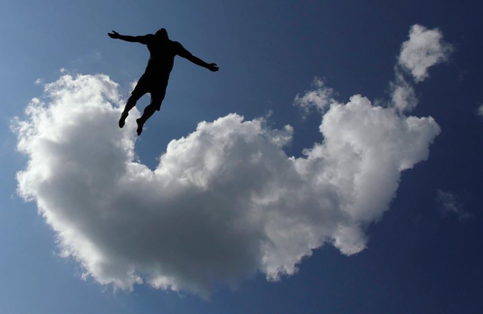 Человек летит картинка