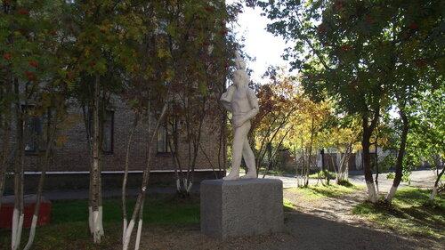 Памятник с семейный Инта Ваза. Лезниковский гранит Черкесск