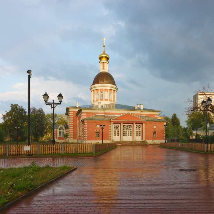 Старообрядческая Рождественская церковь Рогожской общины в летний дождь