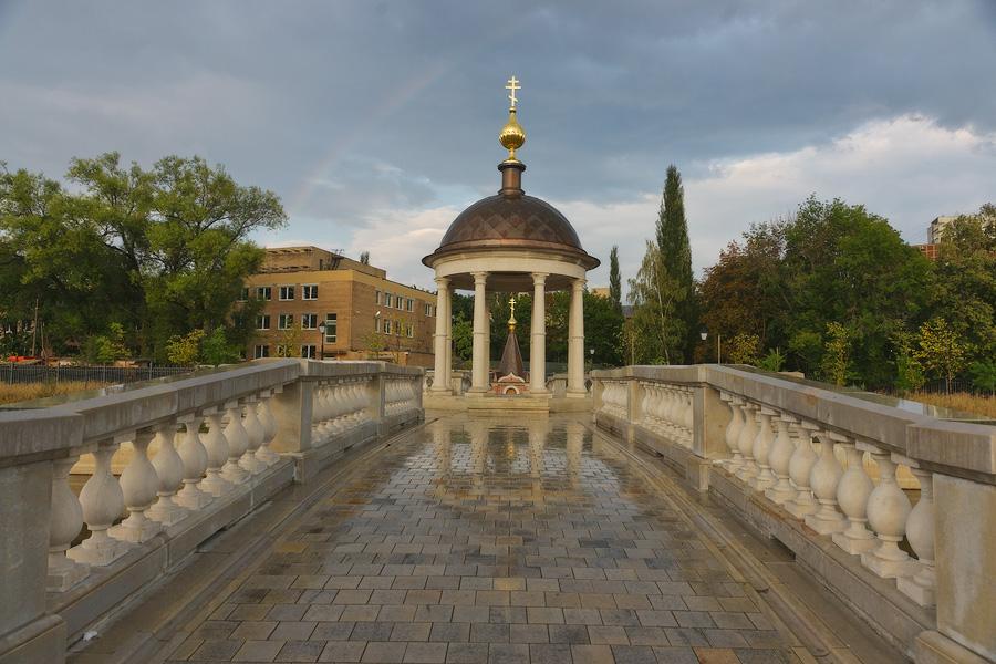 Часовня «Иордань» и мост через пруд в Рогожском поселке