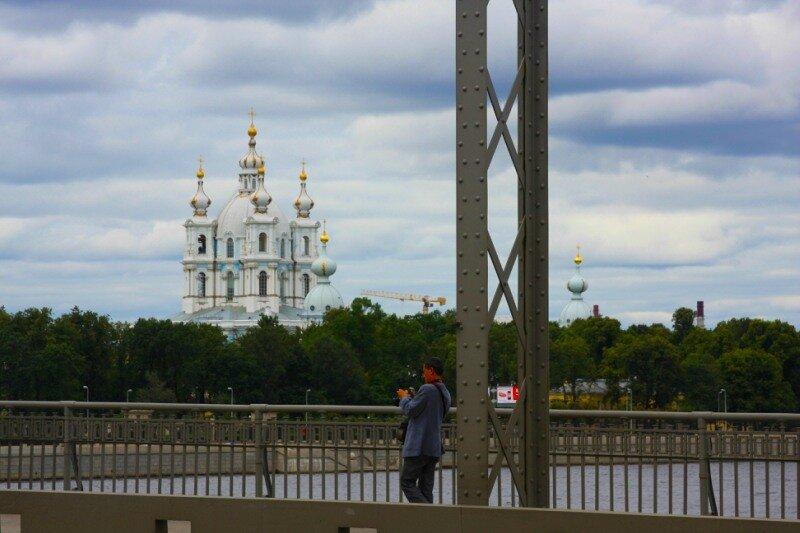 фотограф на Большеохтинском мосту