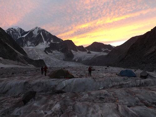Ледник Менсу, закат
