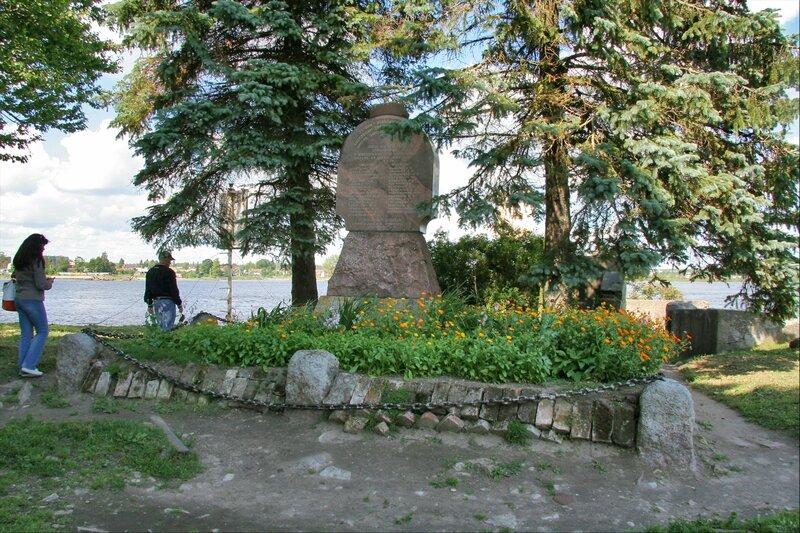 Крепость Орешек, Памятник революционерам на бастионе у Королевской башни