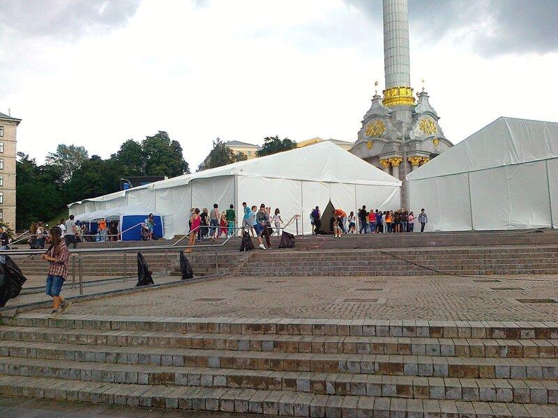Шатры для команд Майданс-3 на Майдане Незалежности