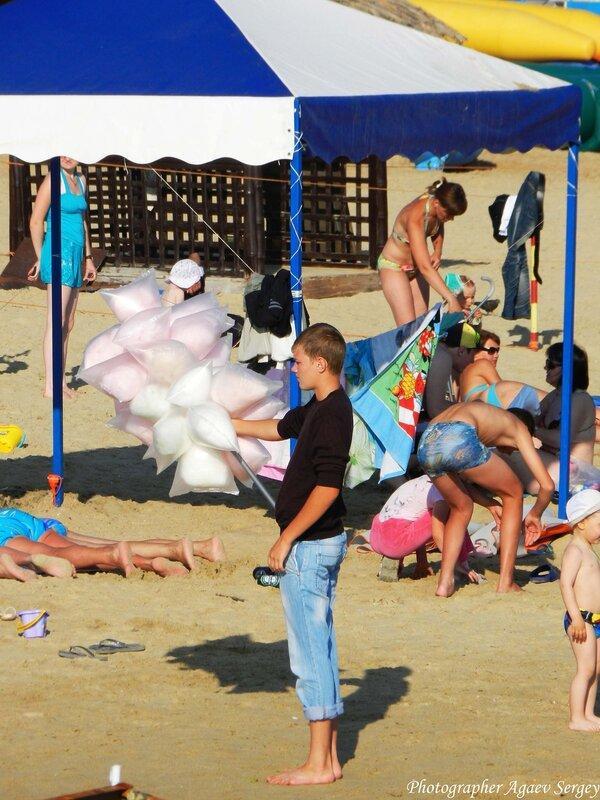 продавец ваты на пляже 2