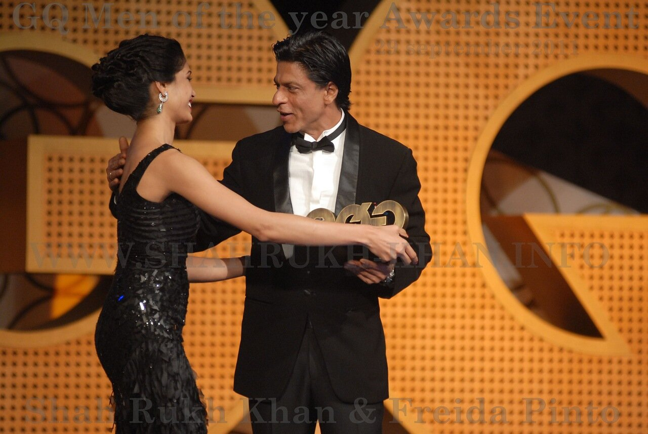 Freida Pinto greeted by Shah Rukh Khan at GQ Men of the Year Awards 2011